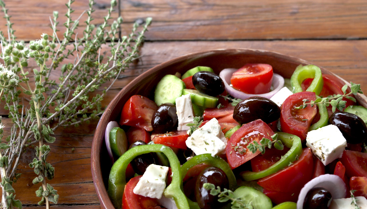 "Greek salad ""choriatiki"""